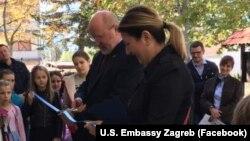 Američki veleposlanik Kohorst i zamjenica gradonačelnika Gračaca iz redova srpske manjine Rajka Rađenović