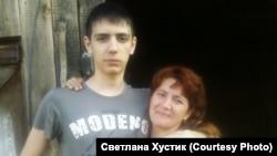 Артем Пахотин с мамой