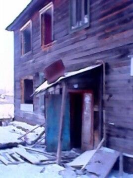 В этом деревянном бараке теперь живет только семья Решетниковых