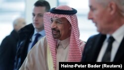 Saudi Arabia's Oil Minister Khalid al-Falih arrives for an OPEC meeting in Vienna, Austria, November 30, 2017.