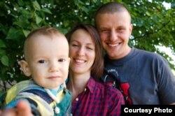 Андрэй Дундукоў з жонкай Ганнай і сынам Міраславам