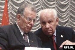 Академик Жорес Алферов и бывший член ЦК КПСС Анатолий Лукьянов на конференции коммунистов