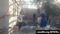 Администрация Бешарыкского района Ферганской области делает ремонт в доме ученицы седьмого класса, которую местные чиновники заставили сделать подпольный аборт.