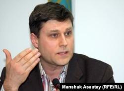 Сергей Уткин, юрист оппозиционной газеты «Республика». Алматы, 11 января 2012 года.