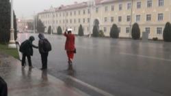BSG Türkmenistana COVID-19 boýunça maslahat berýär, ýurt resmileri ilatdan artykmaç geplemezligi talap edýär