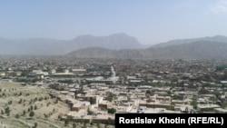 Так виглядає Кабул з одного з численних пагорбів посеред міста