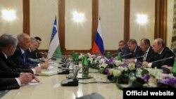 Dushanbedagi Putin-Karimov uchrashuvi. Surat Kreml rasmiy saytidan olindi.