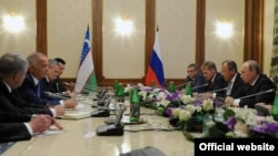 Душанбедаги Путин-Каримов учрашуви. Сурат Кремль расмий сайтидан олинди.