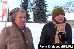 Російське подружжя з Санкт-Петербургу в естонську Нарву приїжджає двічі на місяць – щоб придбати заборонені у Росії європейські продукти