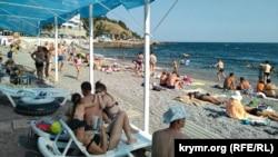 Пляж «Кастрополь-1» в селищі Берегове, Велика Ялта. Окупований Росією Крим