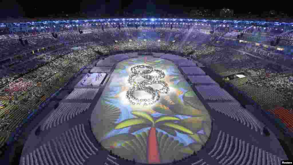 Виконавці на церемонії закриття ігор утворили олімпійські круги.