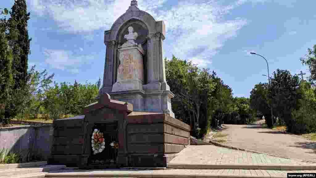 Могила творця інженерної оборони Севастополя генерал-ад'ютанта, графа Едуарда Тотлебена