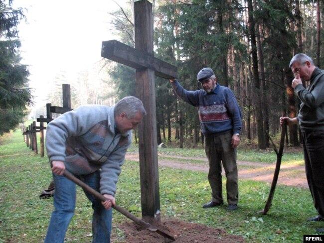 Алесь Чахольскі (справа)