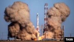 Пуск «Протона-М», российской ракеты-носителя. Байконур, 28 августа 2015 года.