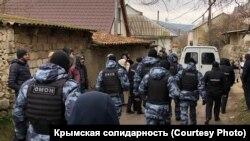 Обшуки у помешканнях кримських татар. Крим, Бахчисарай, 11 березня 2020 року