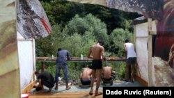 Opštine na sjeverozapadu Bosne teško se bore s potrebama više hiljada ljudi: Izbjegli i migranti u improvizovanom smještaju u Velikoj Kladuši