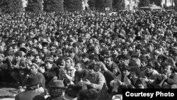 Тазоҳуроти рӯзи 17 феврали соли 1990 дар назди Кохи Борбад