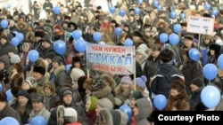 Some 2,000 protesters gathered in Irkutsk today to rally against the reopening of the controversial paper mill.