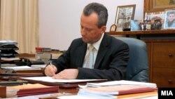 Претседателот на Собранието Трајко Вељаноски.