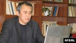 """Орынбасар Куандыков, главный редактор московской газеты """"Казах тили"""". Алматы, 6 февраля 2009 года."""