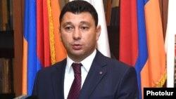 Armenia - Republican Party spokesman Eduard Sharmazanov at a news conference in Yerevan, 20Aug2015.