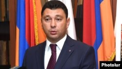 Armenia - Republican Party spokesman Eduard Sharmazanov at a news conference in Yerevan, 20Aug2015.
