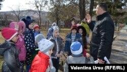 Мэр Абаклии Виктор Никулицэ в сельском детском саду
