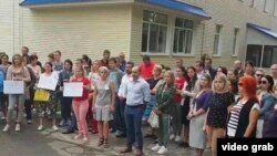 """Protest al profesorilor la una din școlile filială ale Liceului """"Orizont"""""""