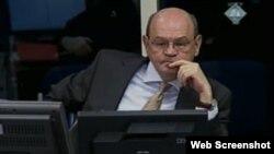 John Zametica svjedoči na suđenju Radovanu Karadžiću, 30. listopad 2013.