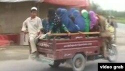 Civilët duke u larguar nga Kunduzi
