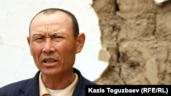 Житель села Казатком оралман Алтынбек Есенулы. Алматинская область, 6 мая 2011 года.