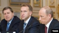 Владимир Путин и и первый вице-премьер Игорь Шувалов на переговорах в Киеве