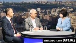Հայկ Պետրոսյանը (ձախից) և Համազասպ Գալստյանը «Ազատության» տաղավարում, 8-ը մայիսի, 2017 թ․