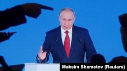 Путин ҳангоми суханронӣ дар Шӯрои Федератсия дар рӯзи 15-уми январ.