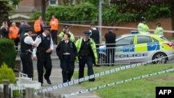 Поліція на місці вбивства в районі Лондона Вуліджі, 22 травня 2013 року