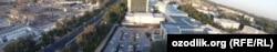 Тошкент шаҳар ҳокимлиги тасарруфига ўтган бинолар қурилиши бошланган Tashkent City рўпарасида жойлашган.