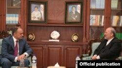 Armenian Defense Minister Seyran Ohanian (left) meets with Iranian Foreign Minister Manuchehr Mottaki in Tehran on July 18.