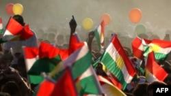 Kurdët irakianë në mbështetje të referendumit për pavarësi.