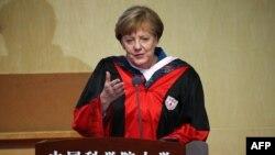 Angela Merkel gjatë fjalimit në Universitetin e Pekinit