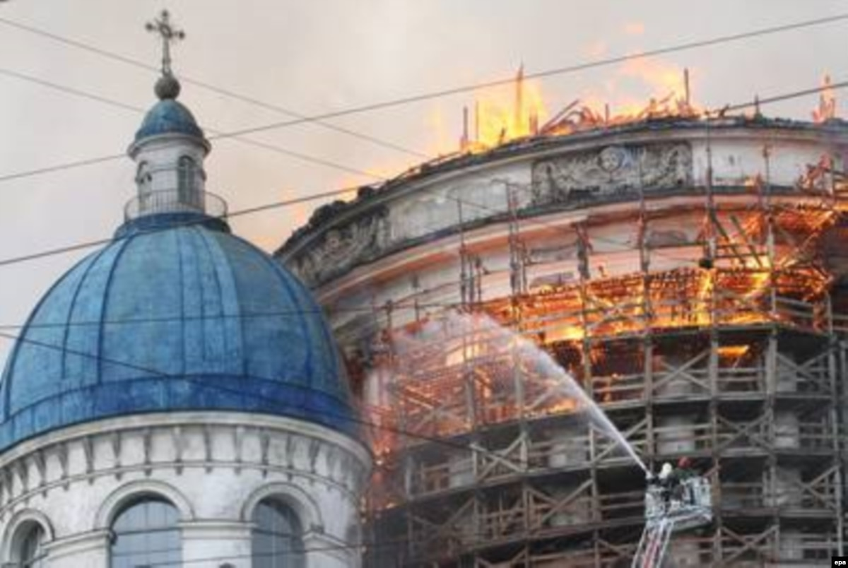 Fire Damages St  Petersburg Cathedral