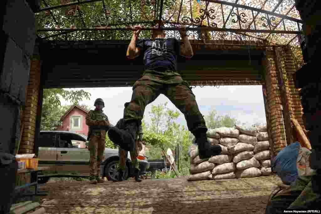 На базе украинских военных медиков. Поселок Водяное