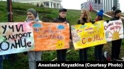 """Ученики школы """"СОлНЦе"""" протестуют против ее закрытия"""