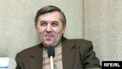 «Azadlıq» radiosunun «Tanınmışlar» verilişinin bu dəfəki qonağı kinoşünas və telejurnalist Nadir Bədəlovdur