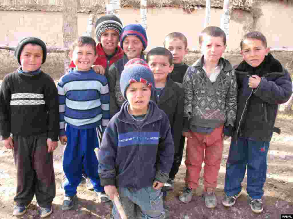 Tajik children in Kulob region, Tajikistan 18March2008