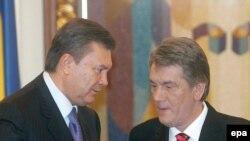 А поутру они договорились... Виктор Ющенко (справа) и Виктор Янукович