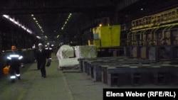 """""""АрселорМиттал Теміртау"""" компаниясының металл өнімдерін шығаратын цехтарының бірі, Теіртау. (Көрнекі сурет)."""