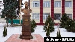 Бюст Павла Нахимова