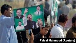 Прихильники Наваза Шаріфа біля суду в Ісламабаді, Пакистан, 26 вересня 2017 року