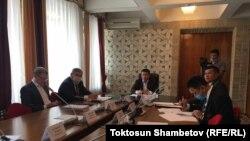 Қирғиз парламенти махсус комиссияси йиғилиши.