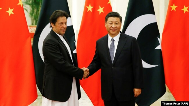 Chinese President Xi Jinping (right) meets with Pakistani Prime Minister Imran Khan at the Great Hall of the People in Beijing in November 2018.